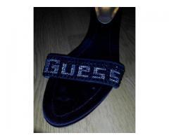 Новая летняя кожаная обувь Guess